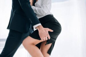 5 Signs That Your Husband Is Having an Affair